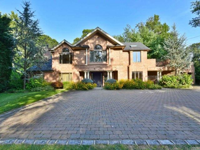 4 BR,  6.50 BTH  Contemporary style home in Manhasset